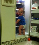 0cette-enfant-a-decide-de-se-servir-elle-meme-dans-le-refrigerateur_146050_w460.jpg